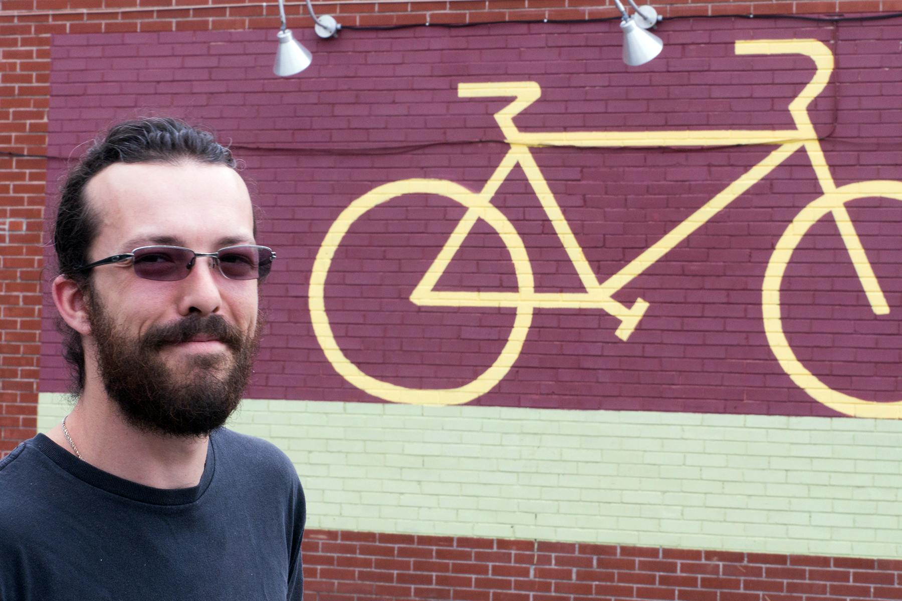 Jean-François sur le terrain de Cycles Fleury