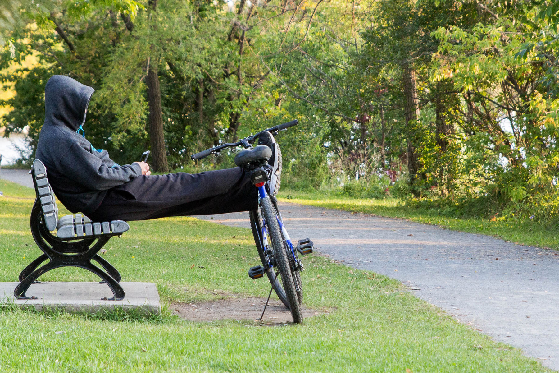 Un ciclyste bien relax, parc Maurice-Richard, Ahuntsic