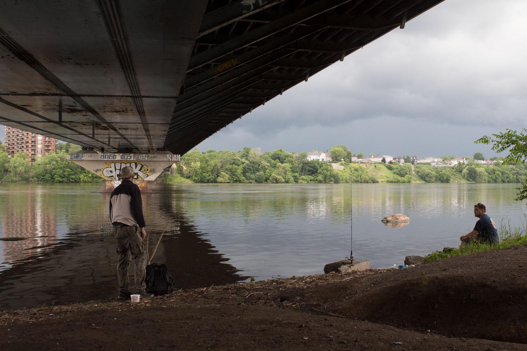 Le pont Papineau-Leblanc. Présentement, c'est par en dessous qu'on le fréquente à pied, en vélo. Ça peut changer!