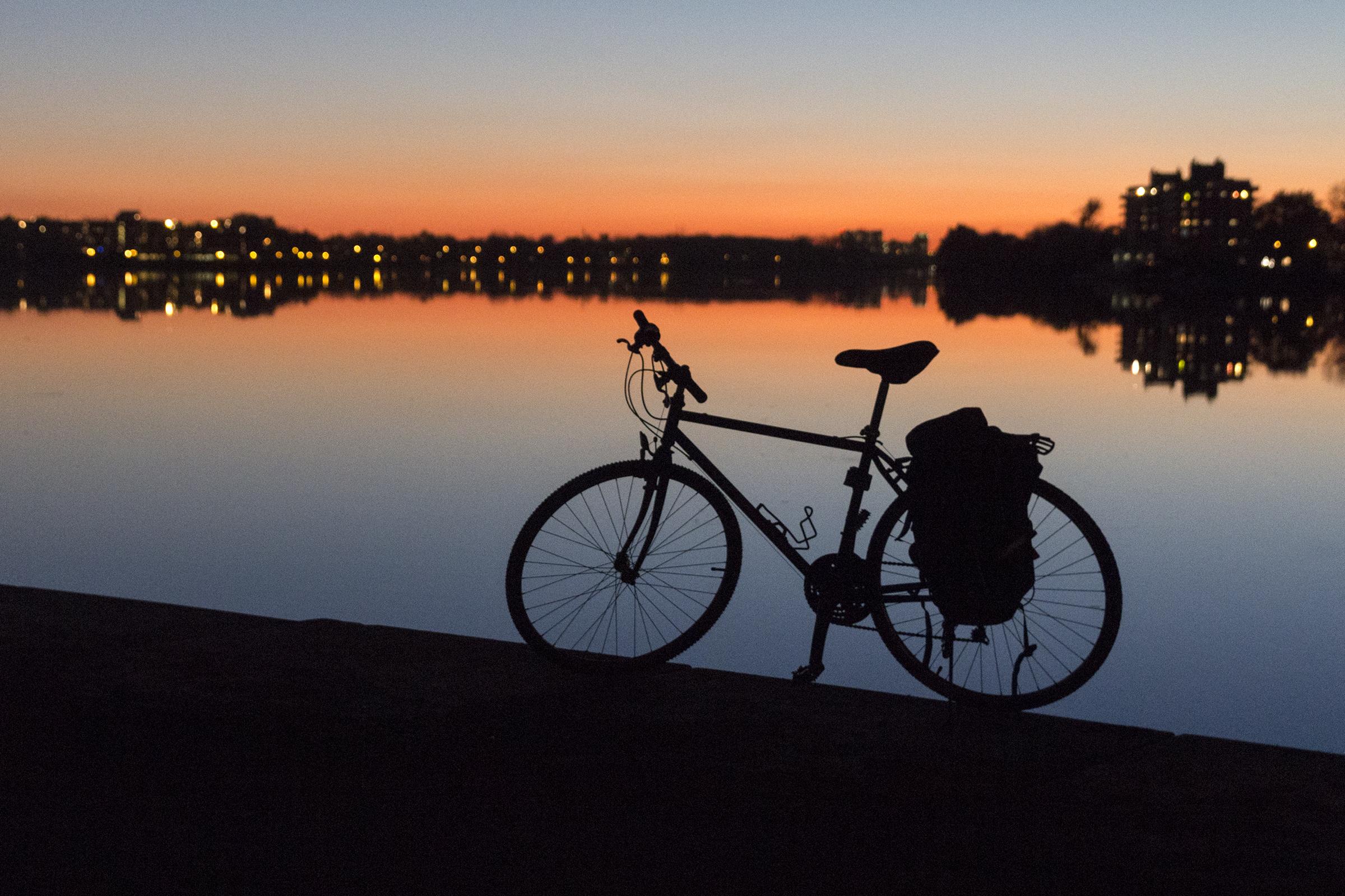 Une soirée d'automne parfaite sous le pont Viau