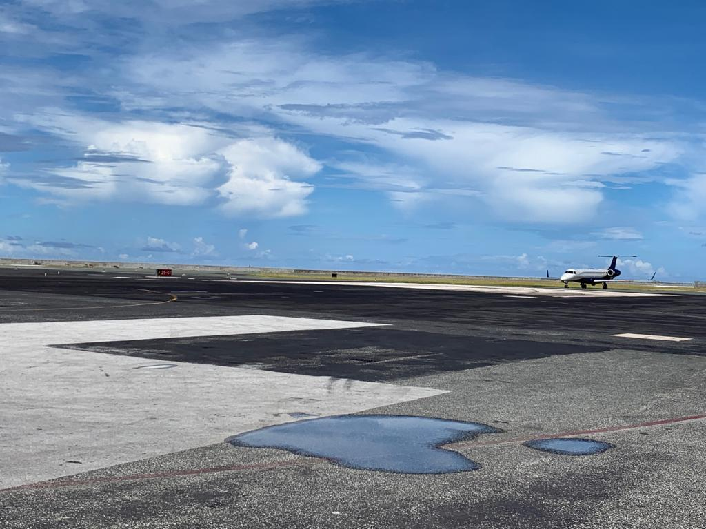 Air7Legacy650LandingMajuro3.JPG