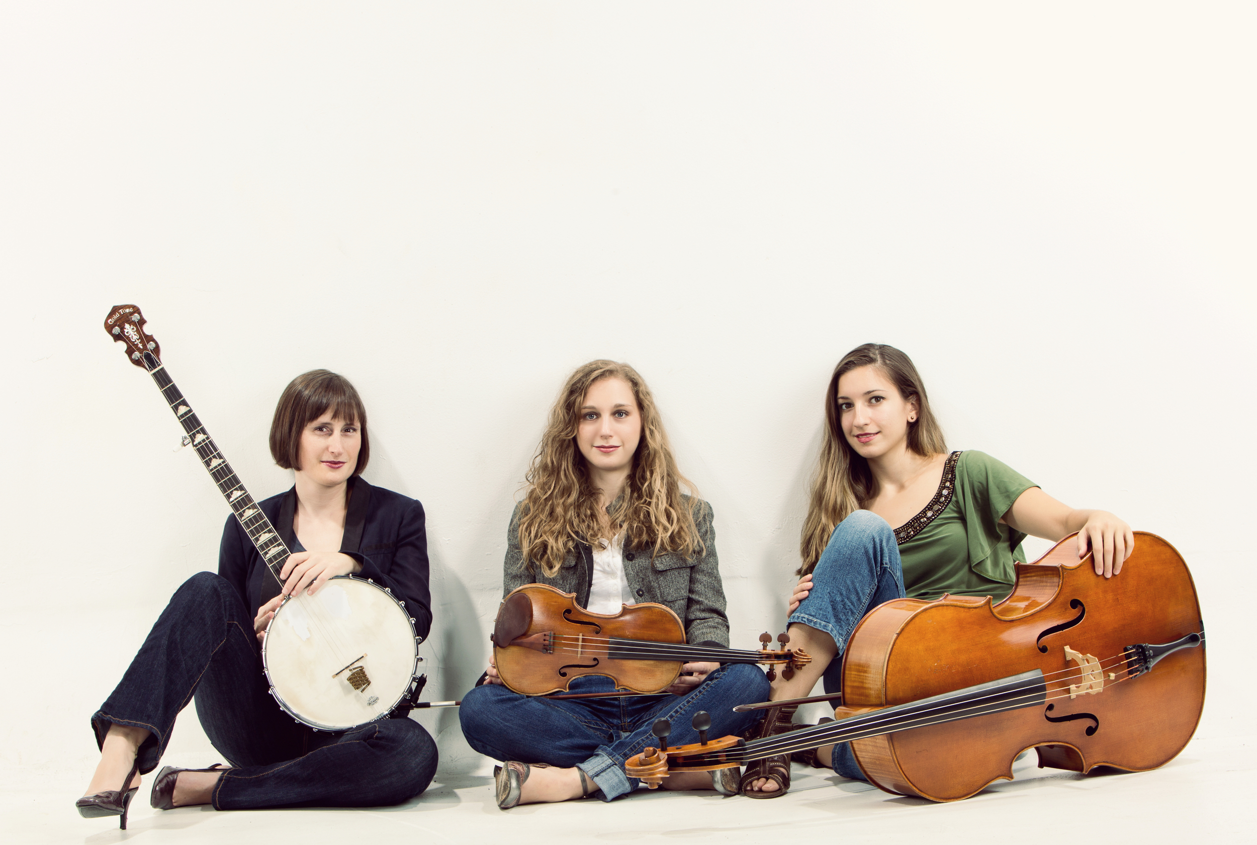 Photograph of Harpeth Rising (from left to right): Rebecca Reed-Lunn,Jordana Greenberg and   Maria Di Meglio,courtesy of Harpeth Rising Management