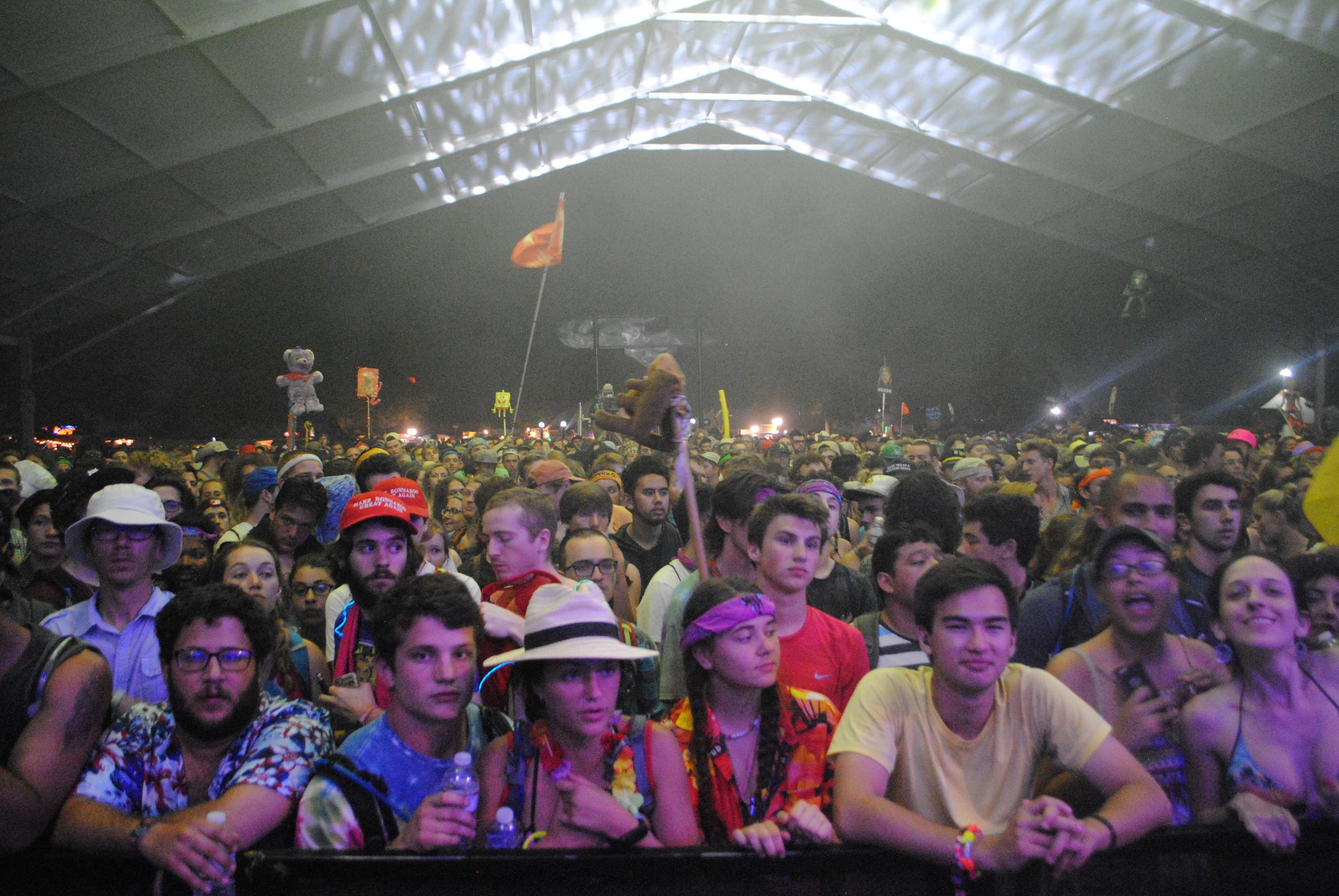 jam crowd.JPG