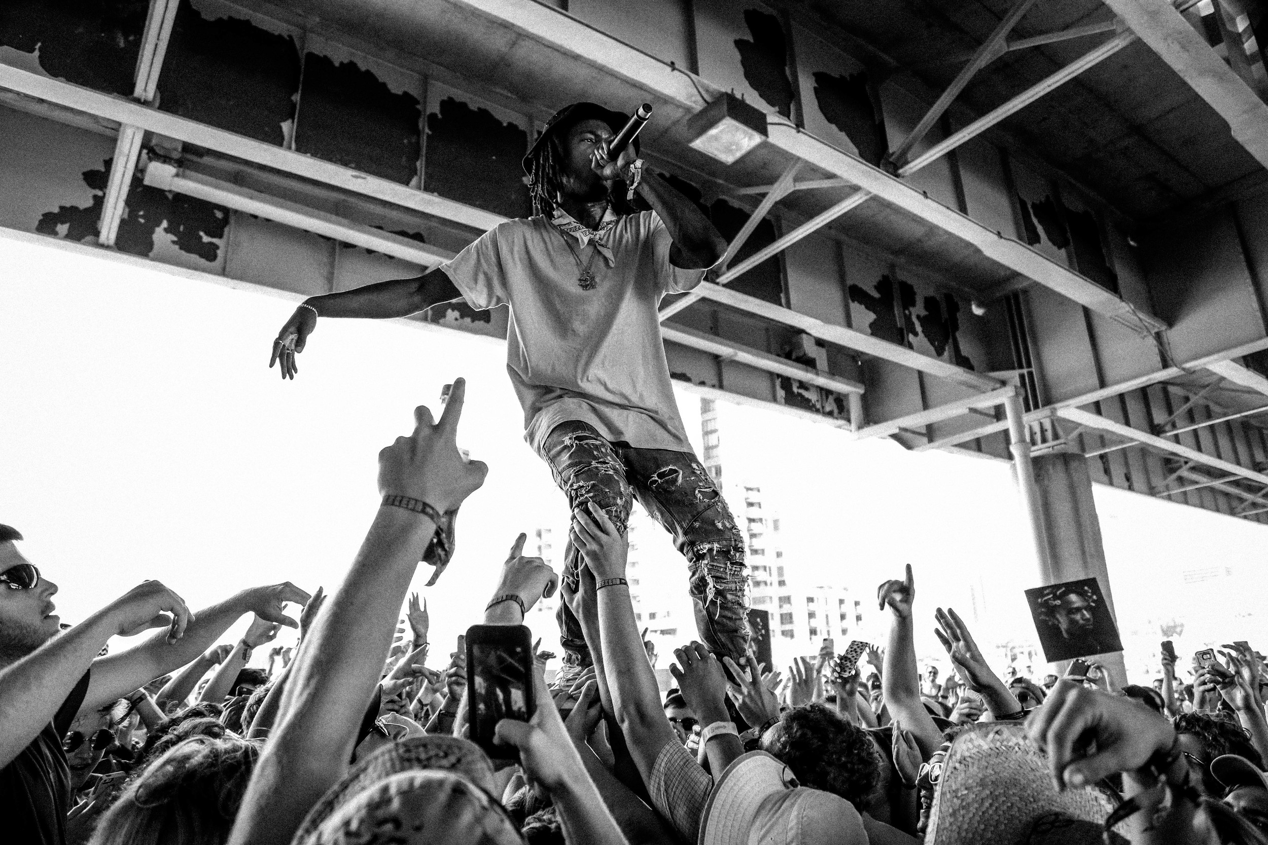 Jazz Cartier firing up the under-bridge at Forecastle 2016, photo by Fernanda Carpenter