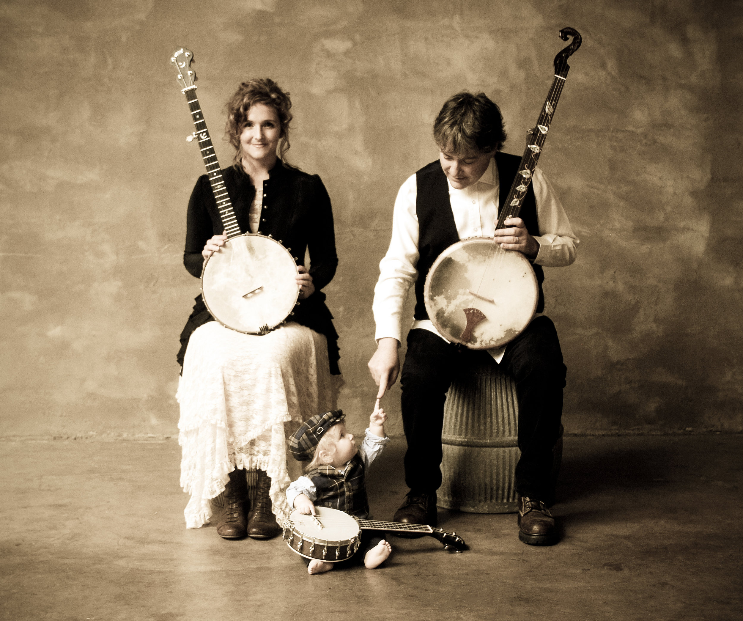 (Left to right) Abigail Washburn, their child, Juno Fleck and Béla Fleck, photo by Jim McGuire