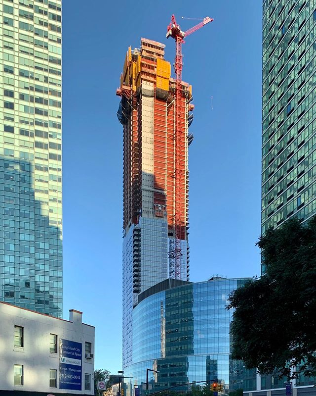 Skyline Tower, Long Island City 📱  #archi_features #nycbuildings #nycarchitecture #longislandcity #skylinetowerlic #construction #realestate #queensrelestate