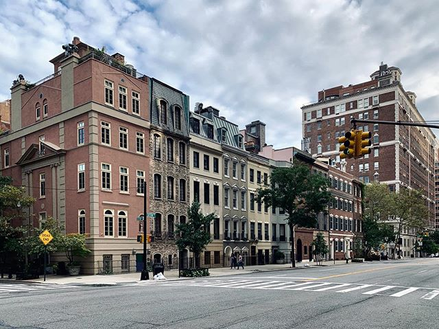 Sutton Place.  #suttonplace #newyorkcity #eastside #manhattan #archi_features #architecturephotography #nycarchitecture #nycbuildings #archdaily #suttonplace #archilovers #ig_nycity #icapture_nyc #cityscape #citybestpics #realestate