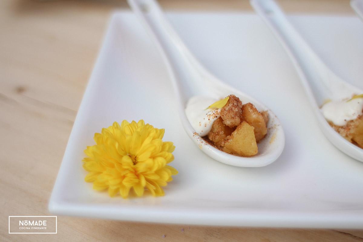 Crumble de manzana con crema de queso
