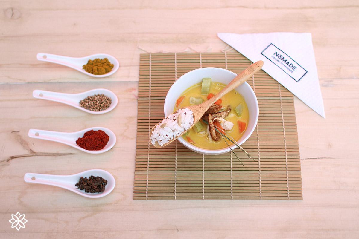 Curry tailandés de pollo con lemon grass
