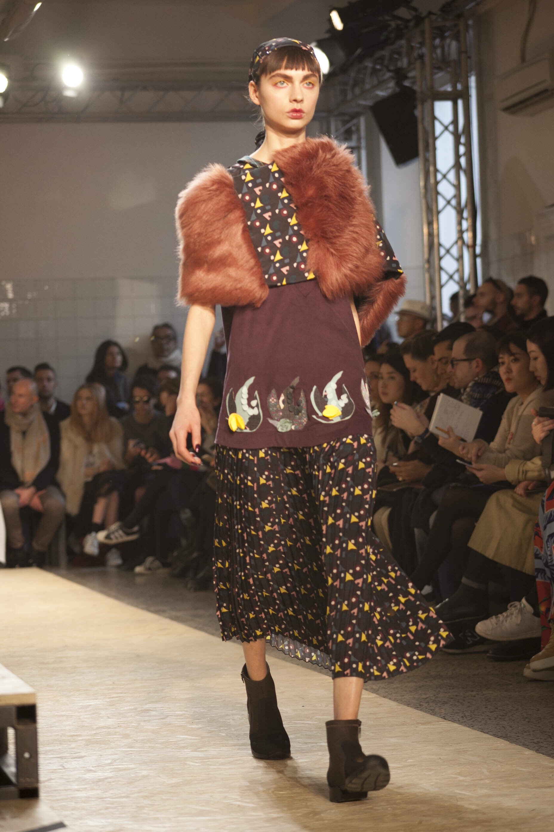I'm Isola Marras - patchwork and embroidery and stole
