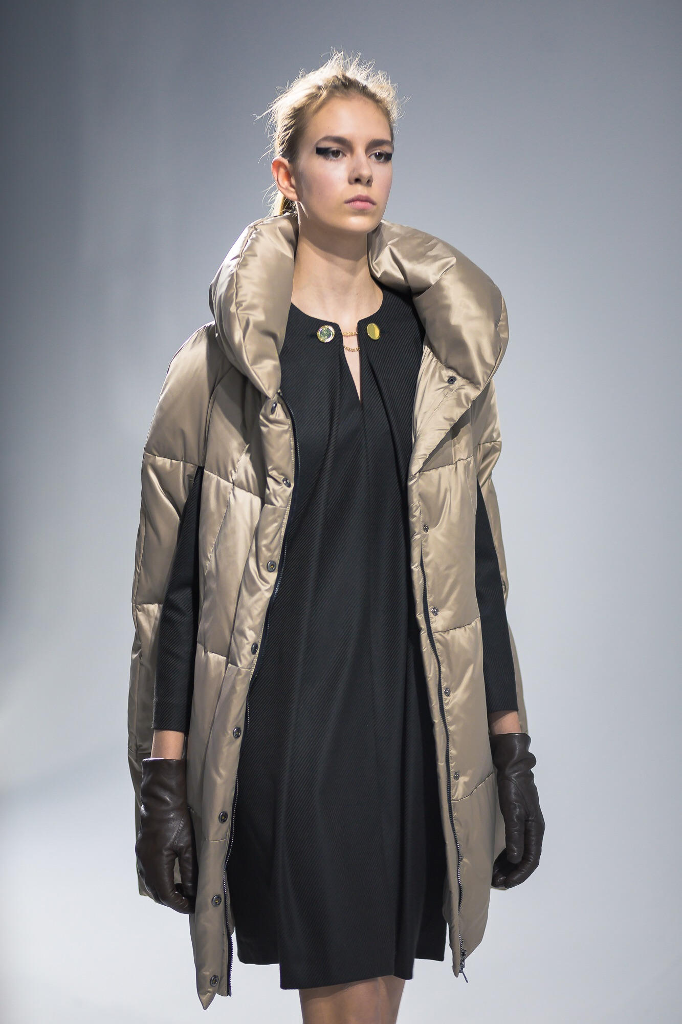 Metallic puffa cape - Pietro Filipi