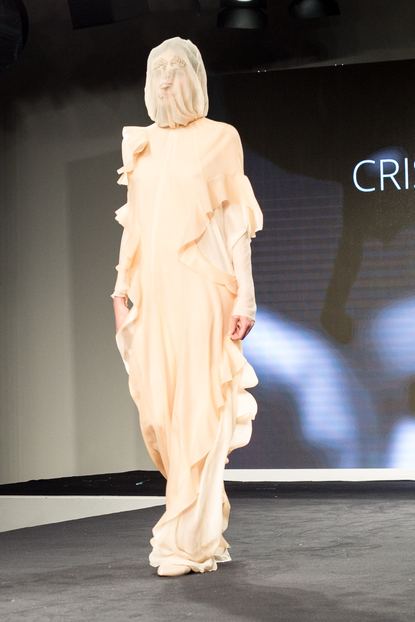 Cristina Alberola - Madonnesque statues.