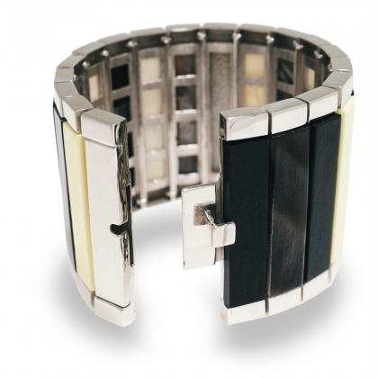 Saba bracelet - combining brass and hand polished ebony horn and bone pieces in a 19 articulated hand welded bracelet - Hissia.