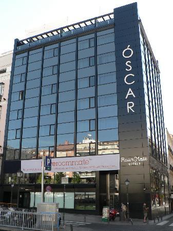 Hotel Roommate Oscar