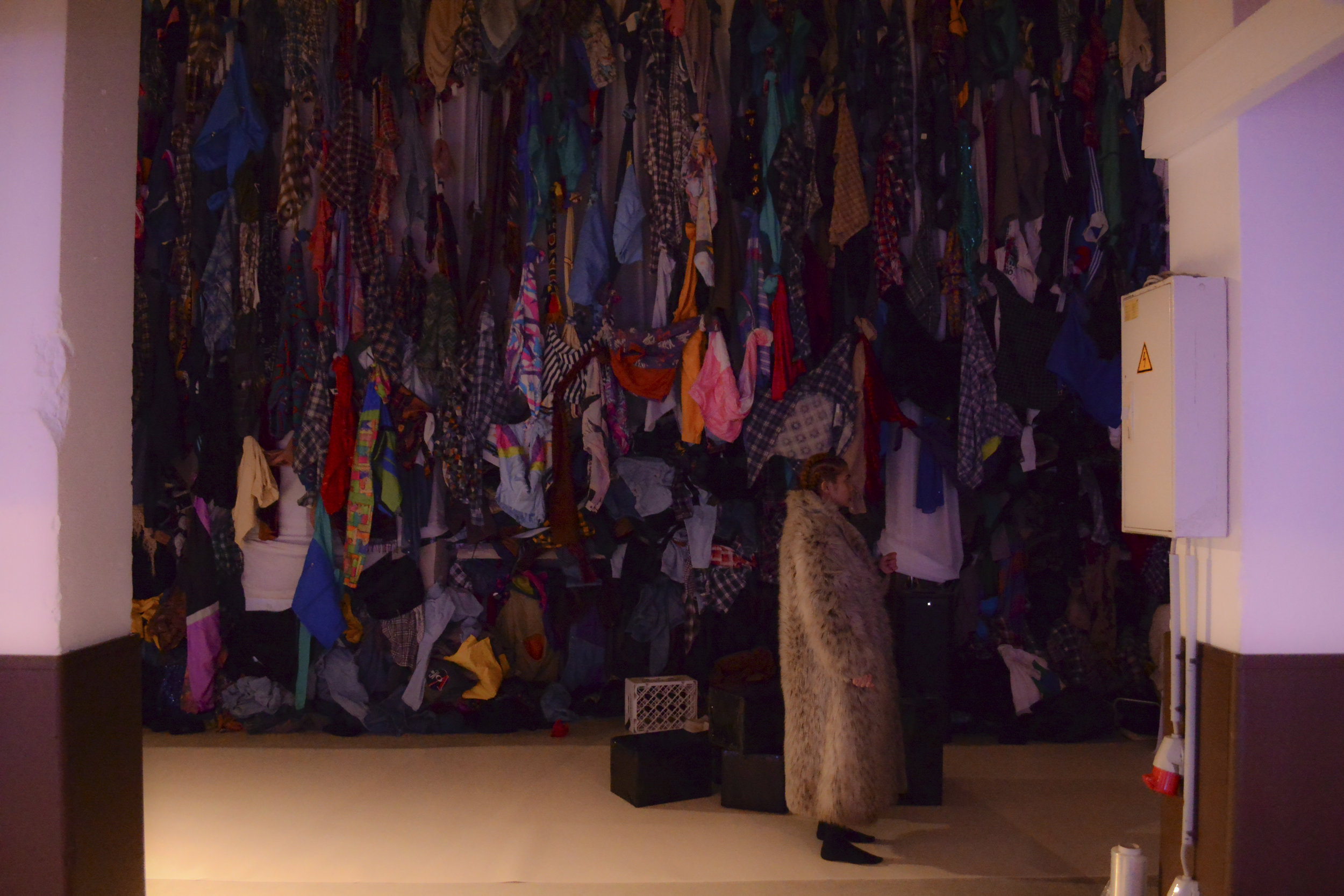 after the show: Doyel in front of the landfills of clothes. (c)Isabel Hayn