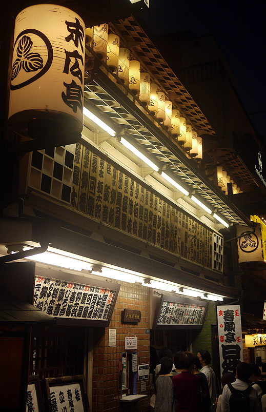 A busy Suehirotei, a yose (traditional theater) in the Shinjuku area.