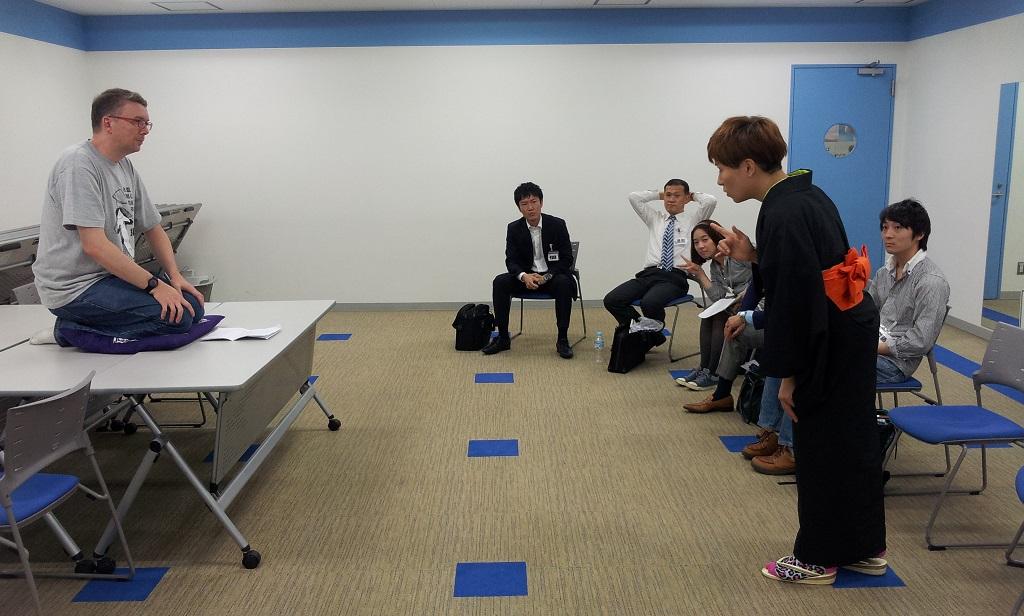 The then-futatsume Tachibana Futaba instructing me at the Nittere Gakuen rakugo class (photo from the  ntvg website )