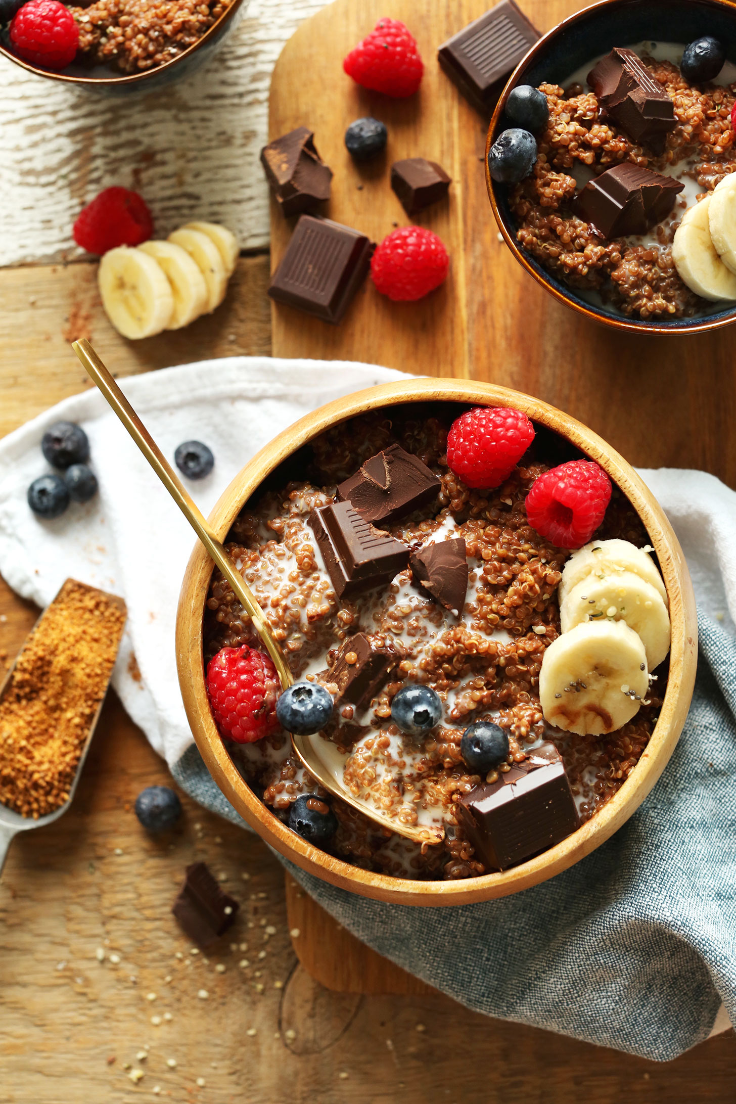 7-Ingredient-DARK-CHOCOLATE-Quinoa-Breakfast-Bowl-Full-of-antioxidants-fiber-and-protein-vegan-glutenfree-quinoa-breakfast.jpg