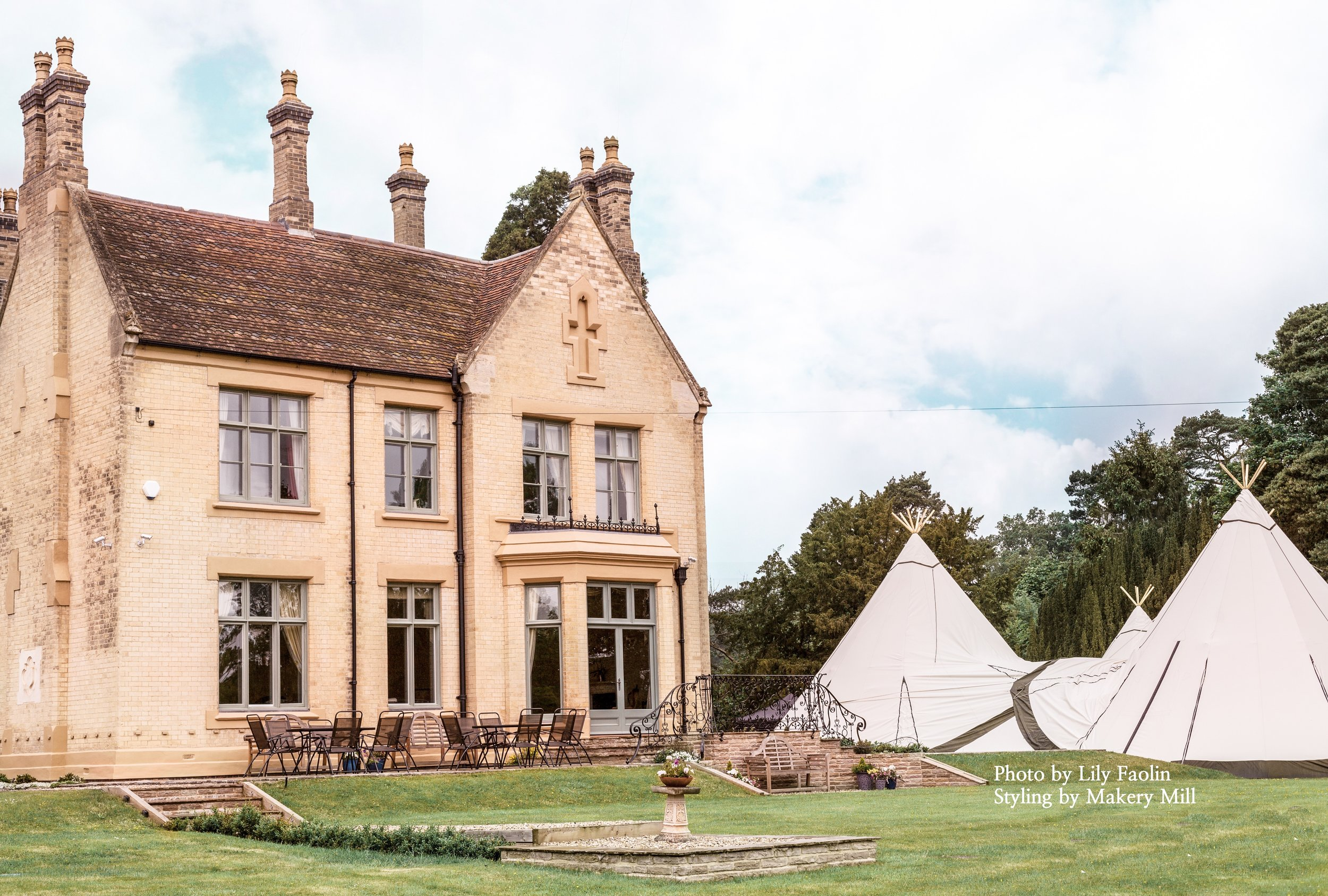 Gorgeous white wedding tipis