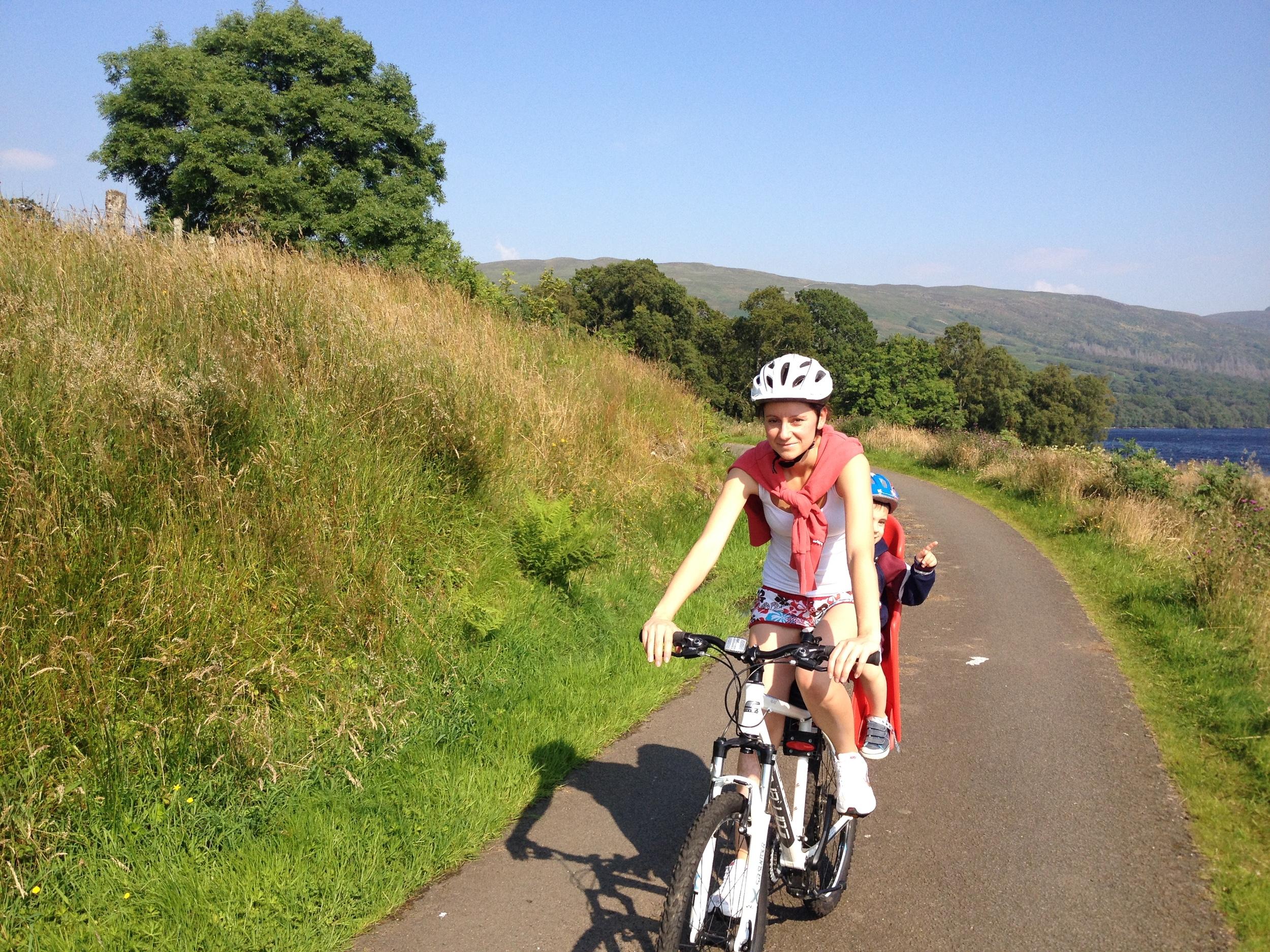 enjoying-a-family-bike-ride-at-loch-katrine