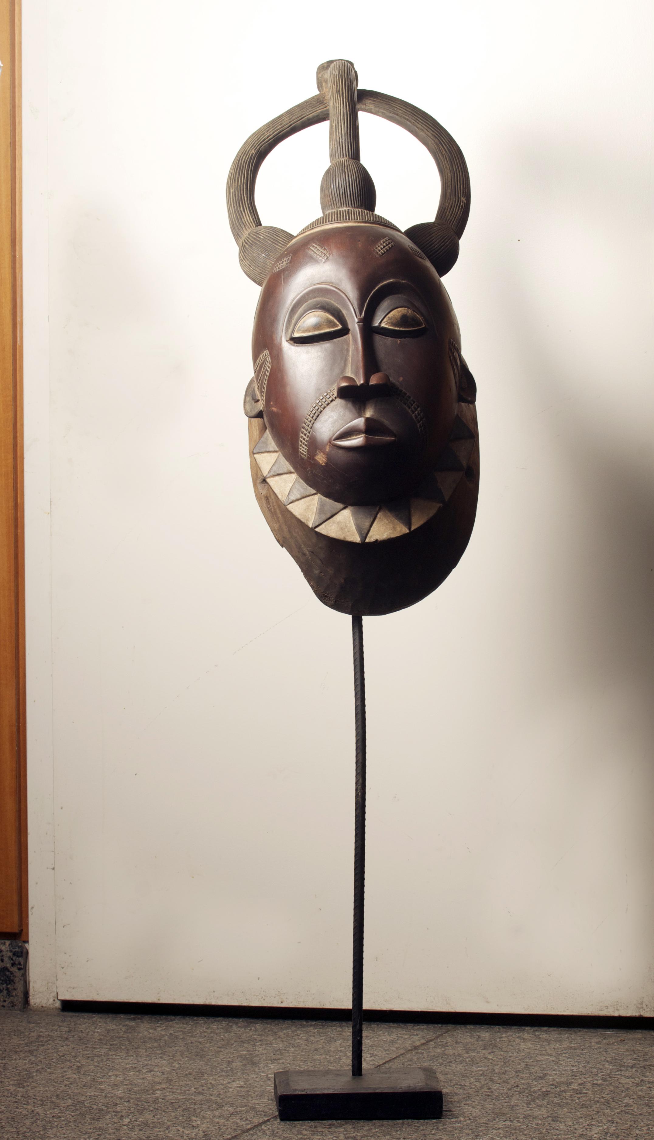 Baule Mask (large), Cote D'ivoire. Dim. 42.1 inch x 27.5 inch. Pp. $2999.00.jpg