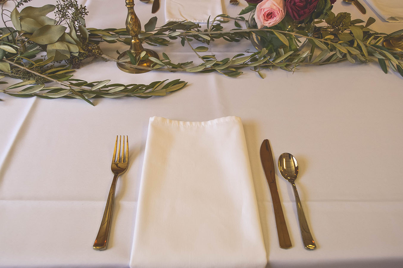 gold white wedding decor wedding greenery gold table settings
