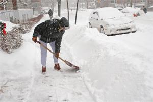 shovel-snow-200-300