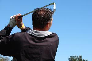 man-playing-golf-200-300