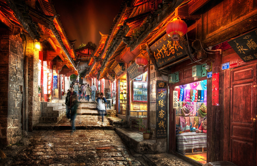 Lijiang at Night-900x580.jpg