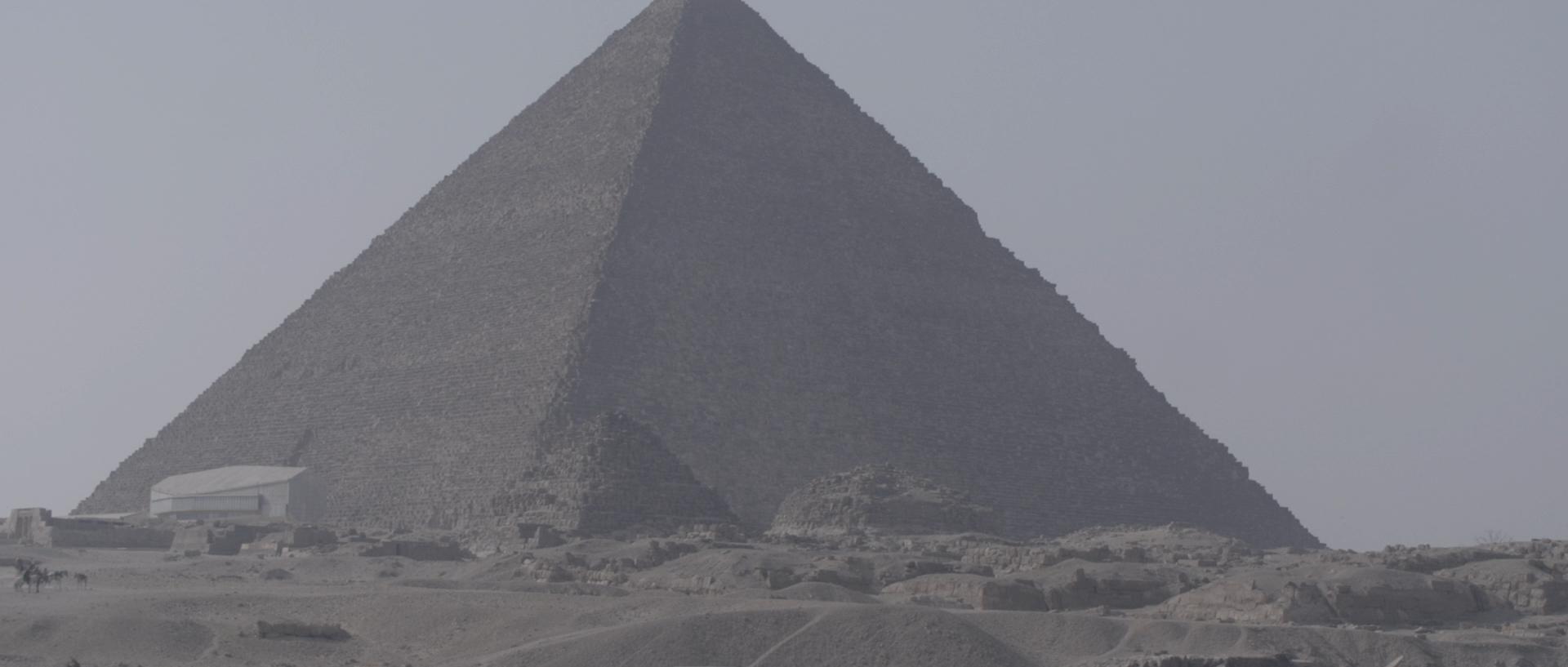Sara al arab land rover_1.125.1.jpg