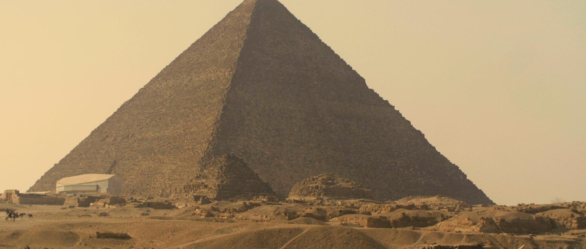 Sara al arab land rover_1.125.2.jpg