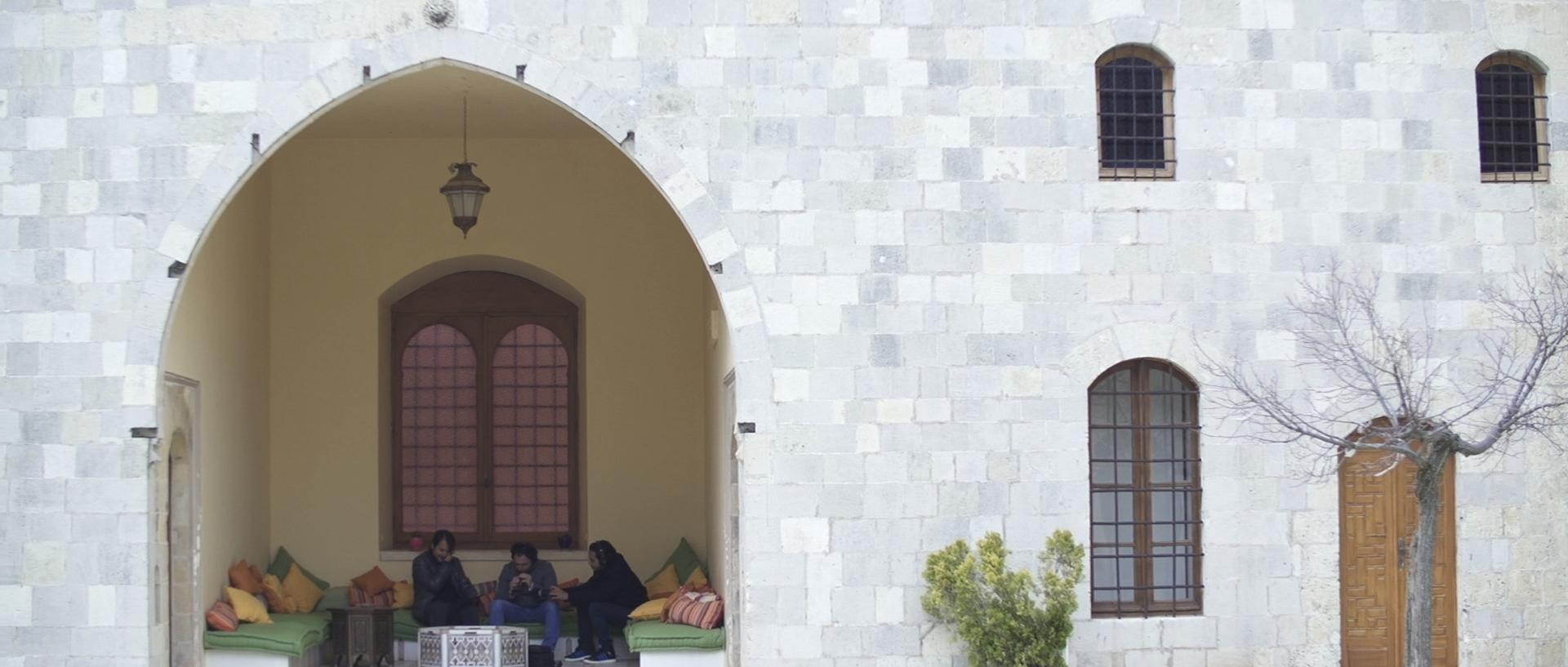 Sara al arab land rover_1.197.1.jpg