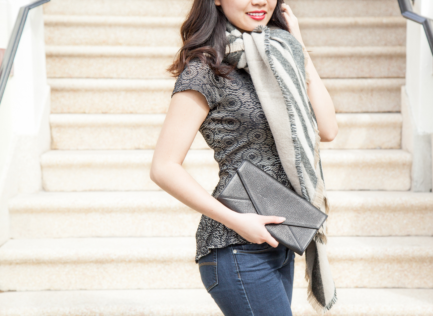 Cuyana evelope leather clutch | via The Chic Diary