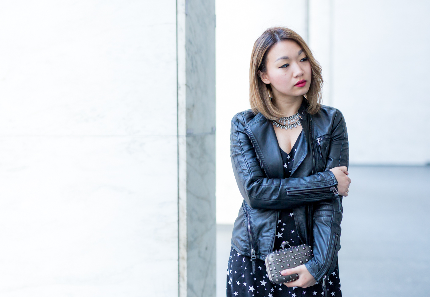 Monotone colors with a pop of red | The Chic Diary