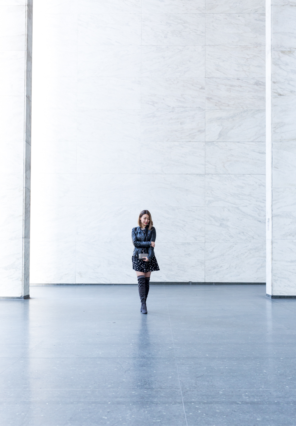 White marbled walls. | The Chic Diary