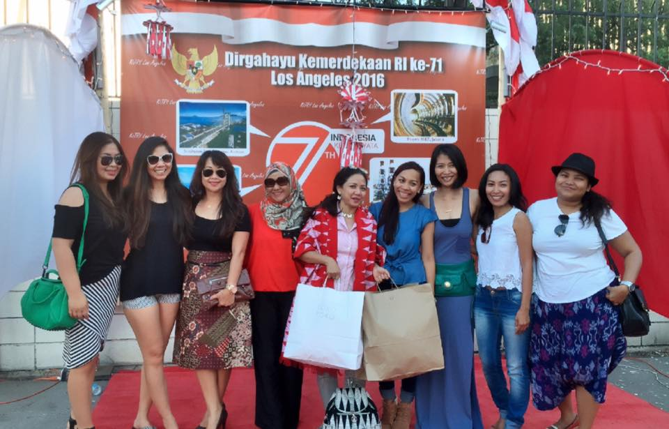 Terima kasih (Thank you) Mrs. Nila Umar Hadi, the President of Southeast Asian Women Association for shopping at Toko-Toko booth, and everyone who shopped with us!