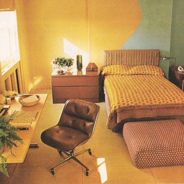 A classic #yellow #Conran #bed 🌞