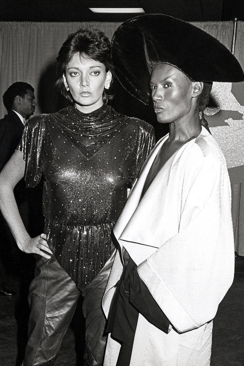 54abe5637cd0a_-_-1984-grace-jones-sarah-douglas-absurd-grammy-outfits-v-elv.jpg