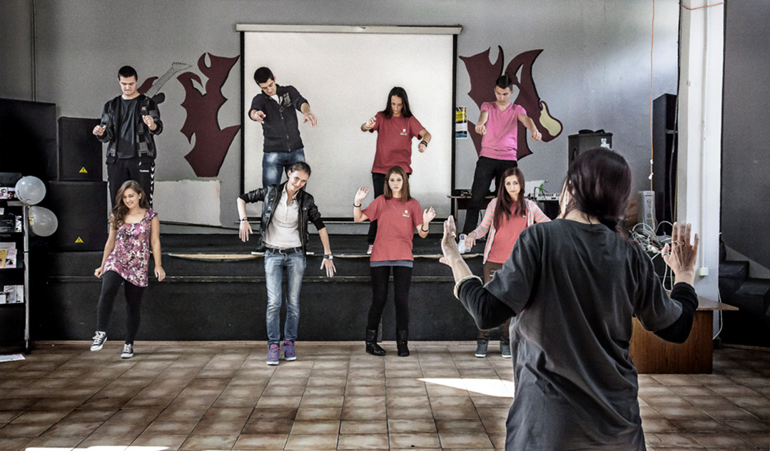 Nela Antonovic of Teater Mimart working with the youth theatre group at Srebrenica Youth Centre as part of Cultural Pump Up Festival, September 2013.
