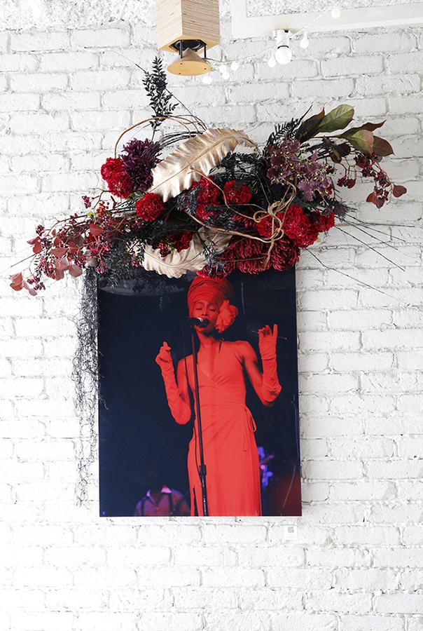New York Before Zeros vol.1  Photo Exhibition @ Suzu Cafe 9/26-10/24/2014  Erykah Badu Photo w/ Mami Yamamoto Flower decoration