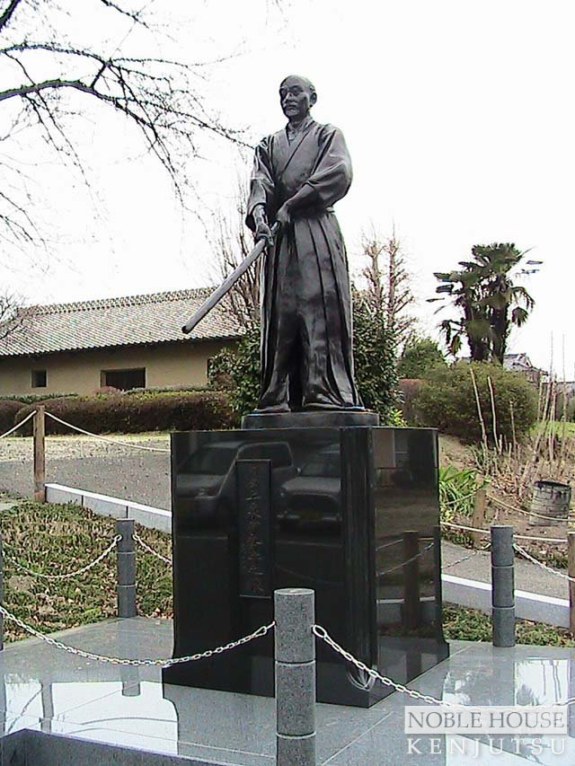 Statue of Hidetsuna.