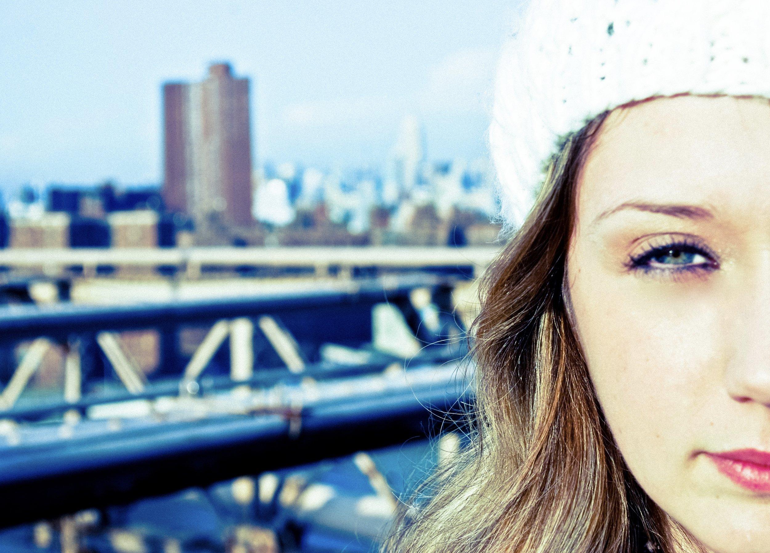 Kaci Nicole - NYE in NYC - Walk Across Brooklyn Bridge