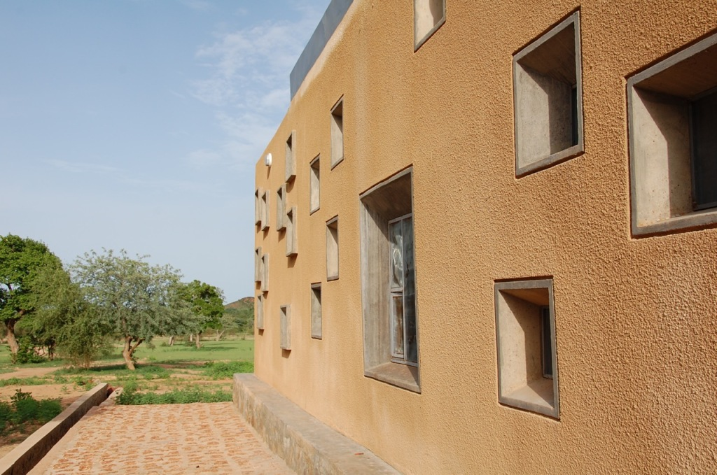 [Centre de Santé et de Promotion Sociale in Laongo, Burkina Faso by   Francis Kéré  _image by united ➃ design]