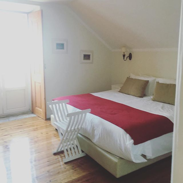 Our rooms are spacious, clean, and will make you feel right at home! Come stay at #CasaDoMercadoLisboa and relax in one of our cottage style rooms that are all in our beautiful traditional #Lisbon #Townhouse 💚 #HomeAwayFromHome #GreenTourism #EcoTravel