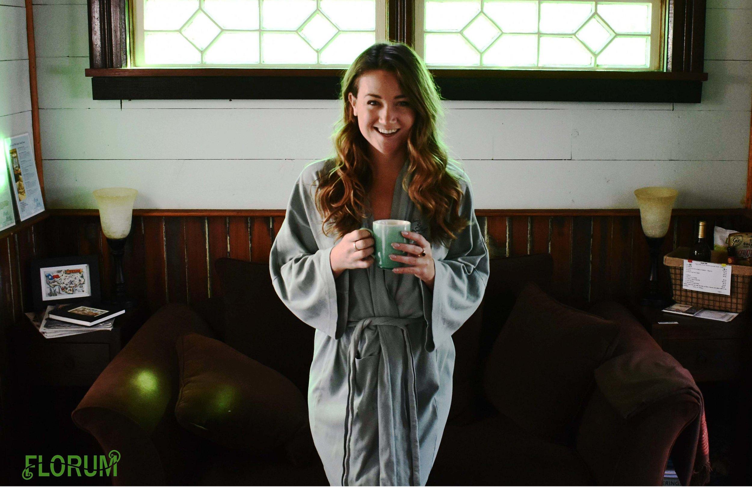 xoxo Noelle Lynne - Founder & Editor of Florum Fashion MagazineEco TravelerNon Dairy VegetarianSustainable Fashionista