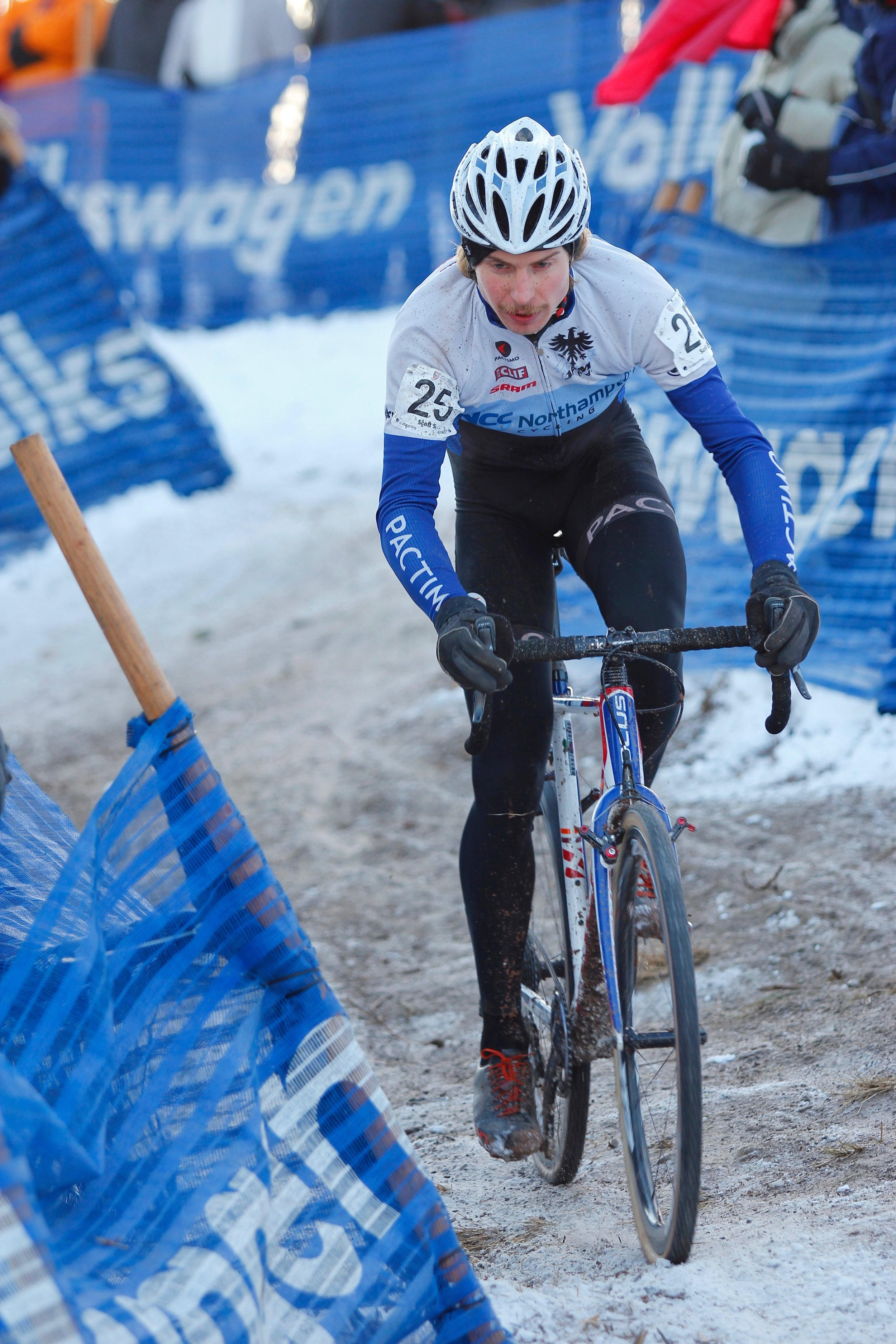 Scott Smith rides the extreme descent leading into the finish line, making it look easy. Photo by Vicky Sama.