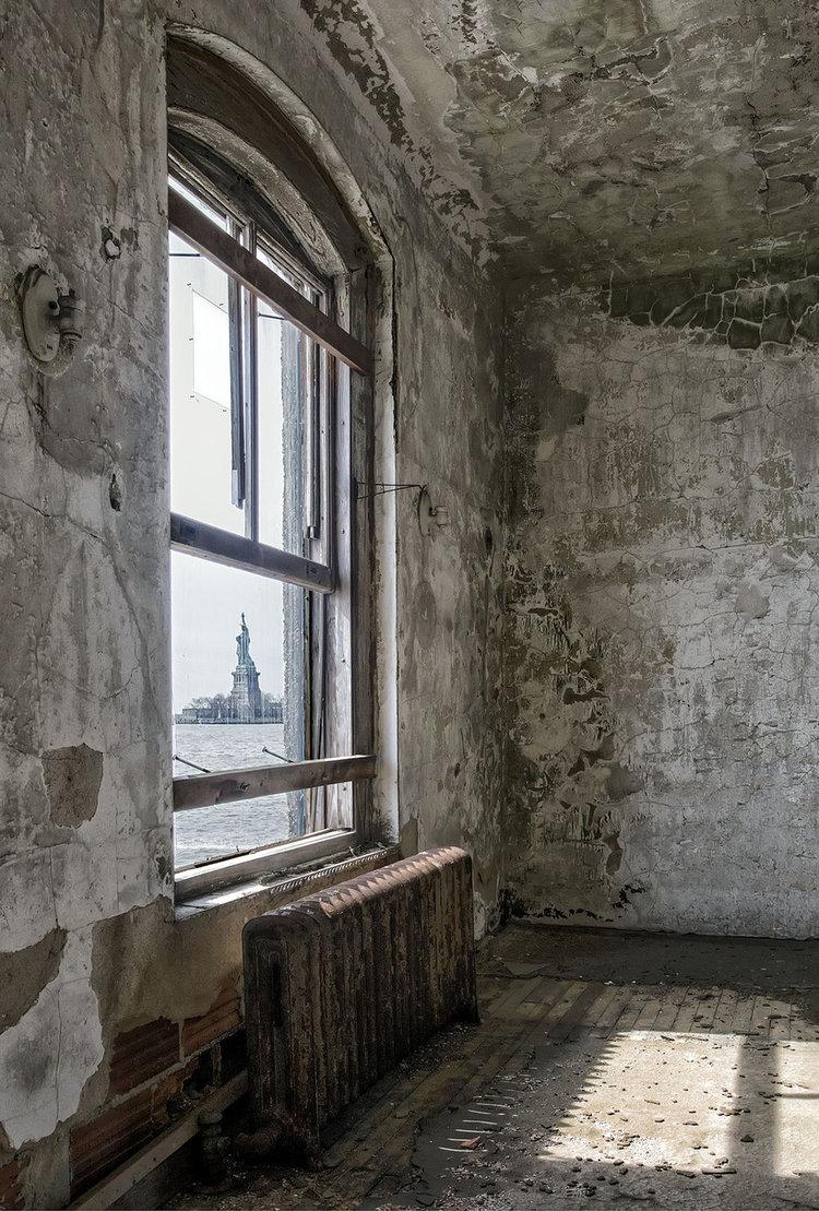 Ellis+Island+Immigrant+Hospital+by+Gary+Anthes.jpg