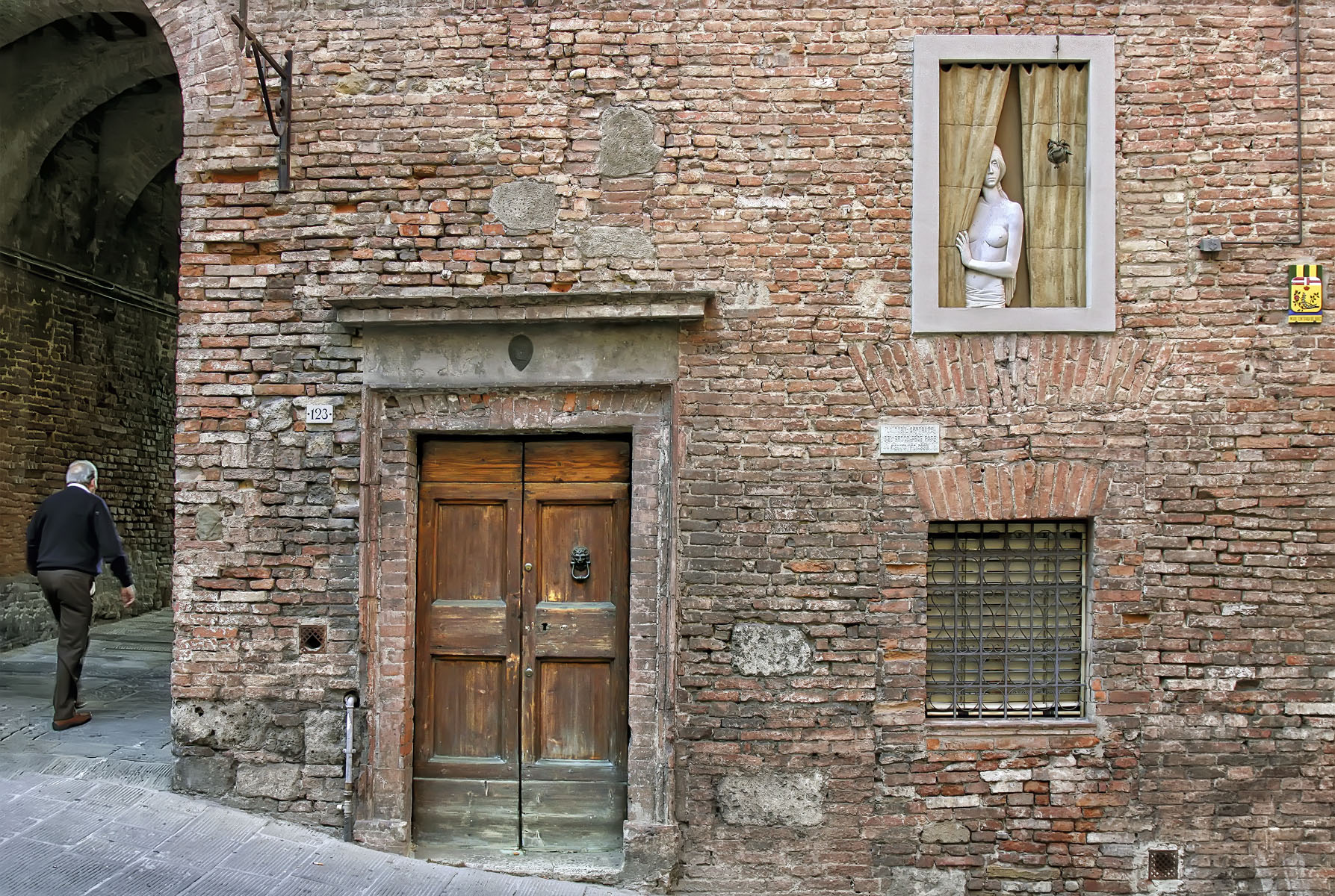 """Sienna, Italy, April 2011   Archival pigment print  11.25"""" x 16.75""""  $300  Click image to enlarge   Inquire."""