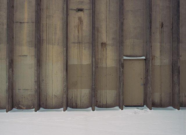 . . . . . #film #120 #mediumformat #philadelphia #philly #mamiya #mamiya645  #kodak #portra400 #artofvisuals #sharefilm #shootfilm #ishootfilm #filmfeed #buyfilmnotpixels #analog #filmisnotdead #keepfilmalive #shootfilmstaybroke #filmphotography #streetphotography #snow