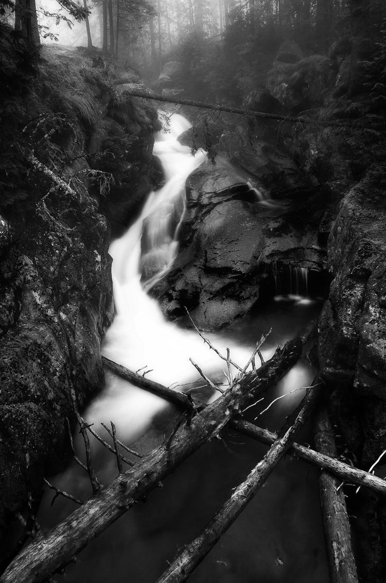 vodopadyStudeneho potokaOrtonsBW.jpg
